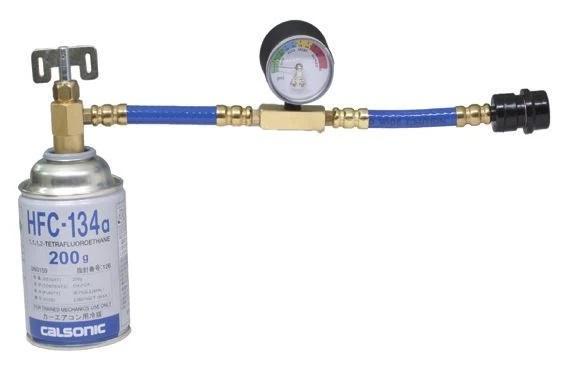 エアコンガス缶とチャージホースの接続