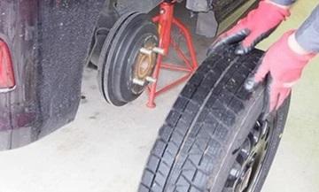 <span>タイヤ交換は意外とカンタン!</span>